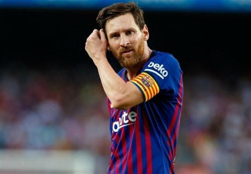 فوتبال دنیا، خودداری لیونل مسی از دست دادن با داور بازی بارسا - جیرونا
