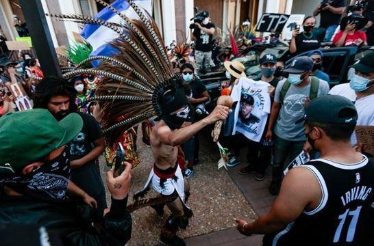 تظاهرات مردم آمریکا در اعتراض به قتل جوان 18 ساله توسط پلیس