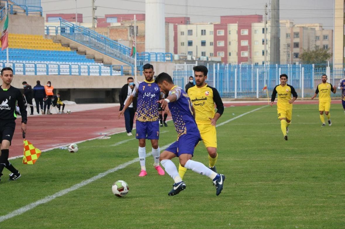 خبرنگاران تیم فوتبال 90 ارومیه فصل جدید لیگ را با شکست شروع کرد