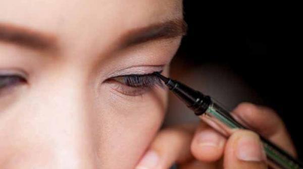 نکات جادویی برای جلوگیری از ریخته شدن خط چشم و سرمه